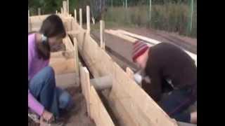 Простой мелкозаглубленный фундамент. Как сделать фундамент.(Для деревянного дома достаточно жесткого мелкозаглубленного ленточного монолитного железобетонного..., 2013-05-02T11:20:05.000Z)
