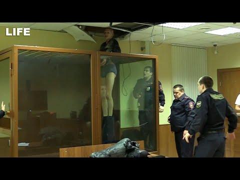 Как убийце удалось сбежать из клетки в зале суда?