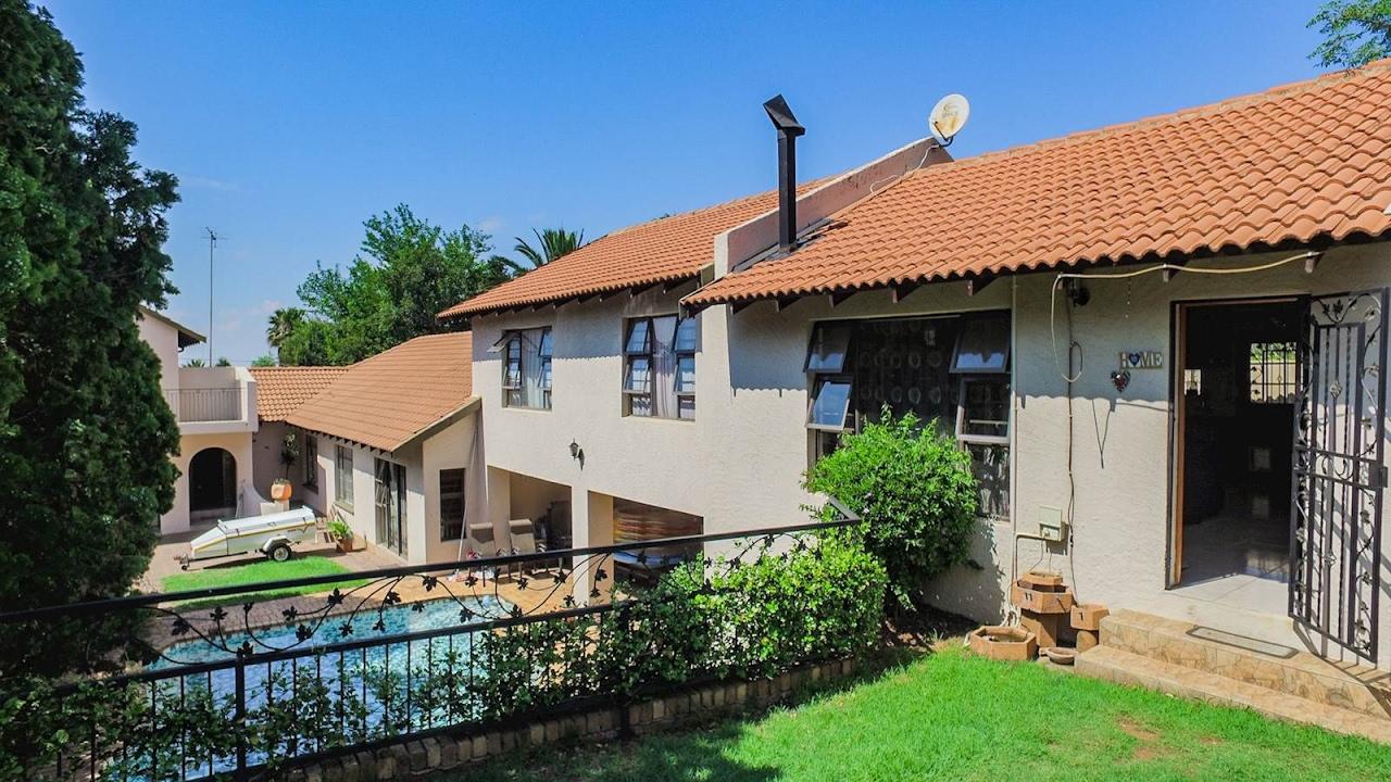 7 Bedroom House For Sale In Gauteng | Johannesburg | Johannesburg South |  Glenvista | 9 |