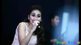 Video Heboh!!! Ikke Nurjanah Dan Ayu Ting Ting Bergoyang Heboh Di Bursa Efek Jakarta download MP3, 3GP, MP4, WEBM, AVI, FLV Agustus 2017