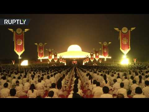 'Lord Buddha Day': Breathtaking lantern-lit ceremony in Thailand