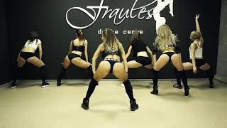 Fraules girl - twerking