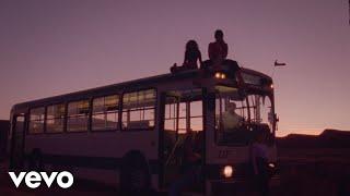 Смотреть клип Aitana, Lola Indigo - Me Quedo