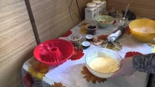 Кекс с изюмом и орехами.