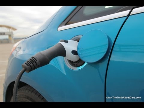 2013 and 2014 Ford C-MAX Energi Plug-In Hybrid Drive Review & Road Test
