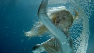 Смотреть клип Iamamiwhoami - Hunting For Pearls