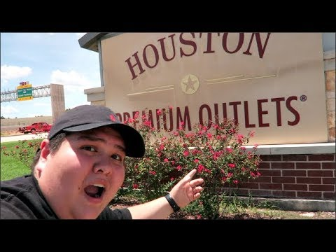 SHOPPING AT THE HOUSTON PREMIUM OUTLETS!