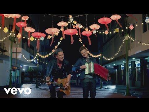 Carlos Vives - Como Le Gusta a Tu Cuerpo ft. Michel Teló
