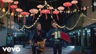 Carlos Vives - Como Le Gusta a Tu Cuerpo ft. Michel Teló thumbnail