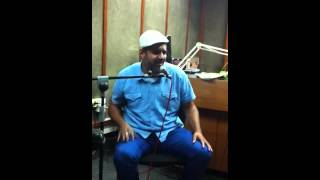 רועי אדרי שר את ״מהרי נא״ של אהוד בנאי