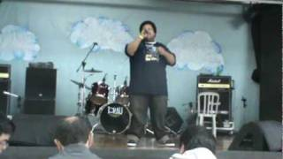 Josimar cantando「Sakurabito」de Sunset Swish, tema do anime Bleach...