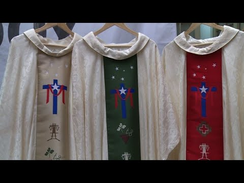 Chile unveils the attire to be worn by Pope Francis