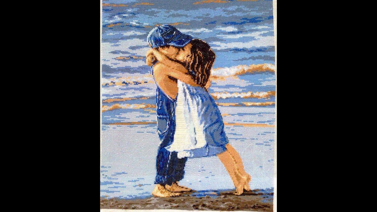 Вышивка мальчик с девочкой на море