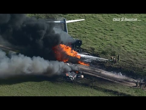 VIDEO-Raw-video-of-a-plane-crash-in-Brookshire-Texas