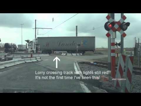 Level crossings in Zeebrugge for all you train/crossing people