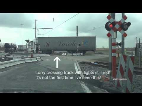 Level crossings in Zeebrugge - for all you train/crossing guys (especially Andrew Washington)