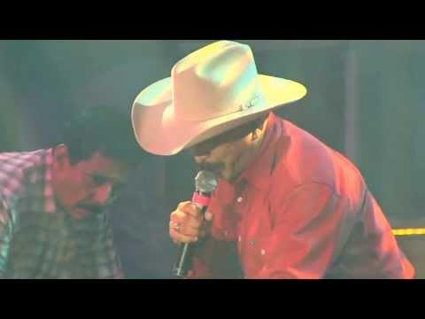 Emilio Navaira - Ella Es Asi (En Vivo) El Regreso Del Rey