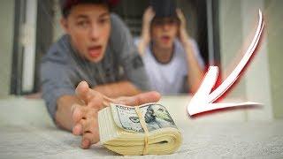 DEIXARAM $10.000 DÓLARES NA NOSSA PORTA! ( trollagem ) ‹ NeagleHouse ›