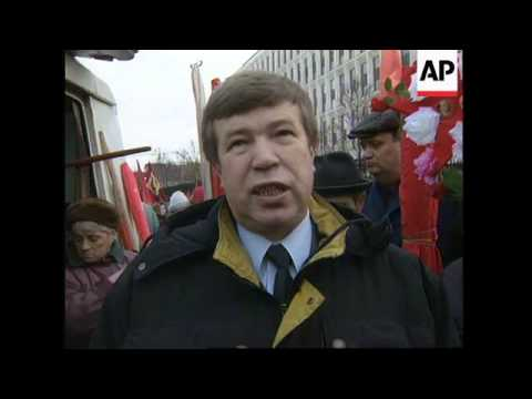 RUSSIA: COMMUNISTS GATHER ON ANNIVERSARY OF OCTOBER REVOLUTION (2)