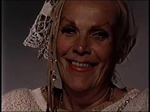 Vampira (Maila Nurmi)--Rare 1988 TV Interview, James Dean