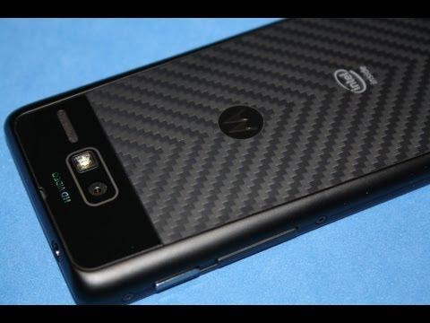 Motorola RAZR i - Gehäuse und Material im Detail