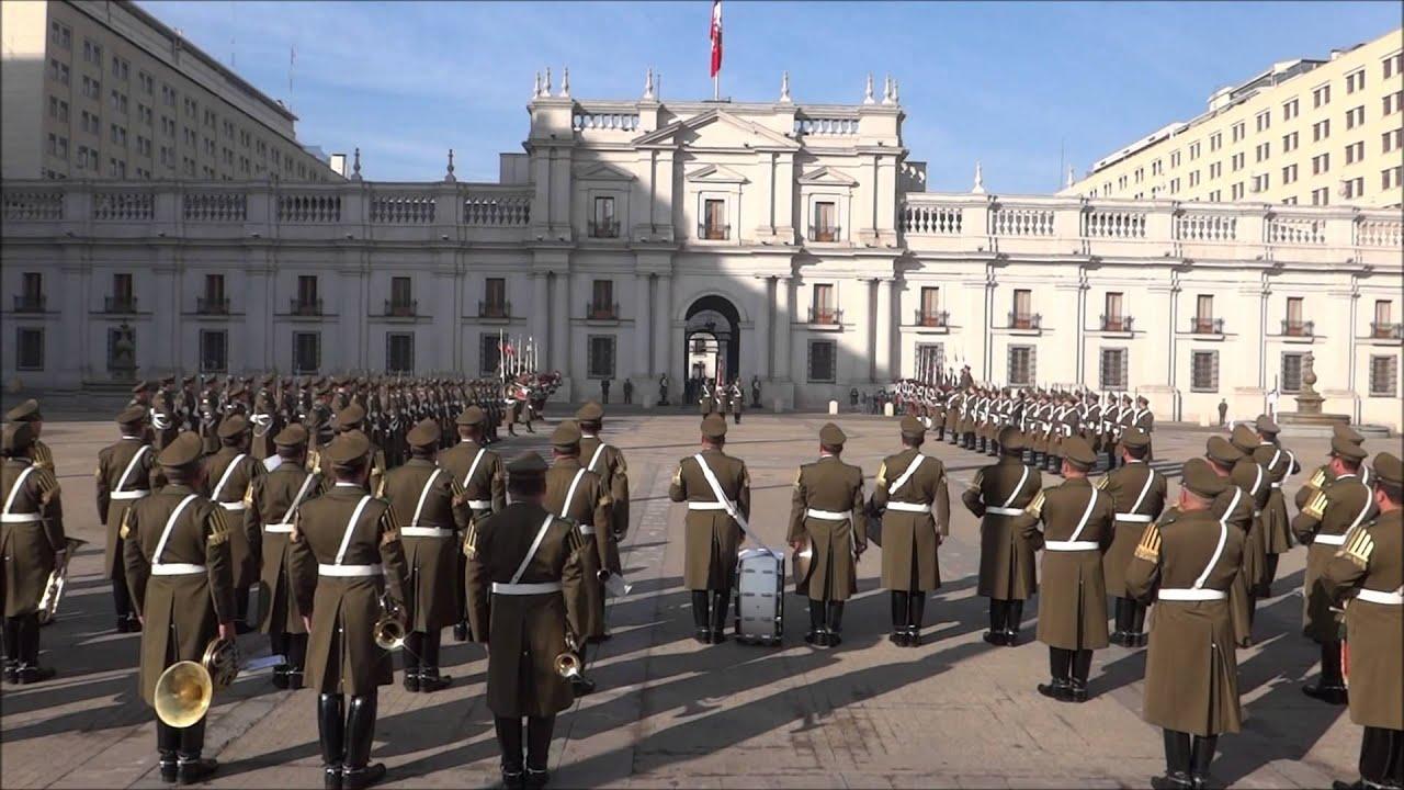 Palácio La Moneda Troca da Guarda - YouTube