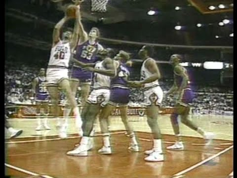 Mark Eaton (16pts/13rebs/10blks) vs. Bulls (1986)