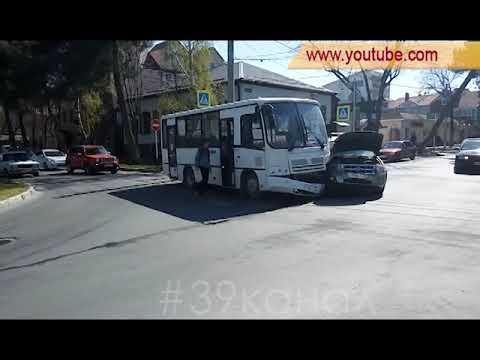 В Анапе в ДТП с маршрутным автобусом пострадала женщина