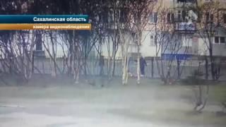 Жестокое избиение полицейского попало на видео