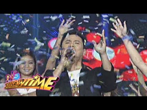 """It's Showtime: Ogie Alcasid performs his single, """"Do You Wanna Dance With Me"""""""
