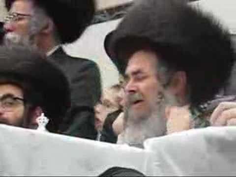 Satmar Rabbi Shushen Purim 5767, in KJ