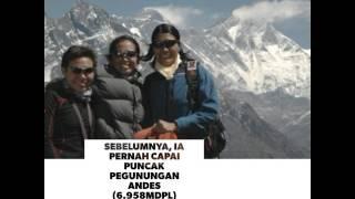 Pendaki Wanita Indonesia Pertama Berhasil Capai Puncak Everest | HiTrek Dotkom