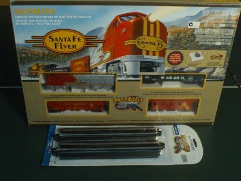 Electric Model Trains Video  Red Santa Fe Flyer Train