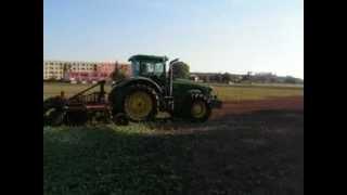 Traktor se systémem Trimble CFX-750 s automatickým řízením EZ-Pilot jezdí v Agrospolu Hostovice (zář
