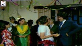 Vinod Khanna - Best Comedy Scene @ Adha Din Adhi Raat - Vinod Khanna, Asha, Shabana