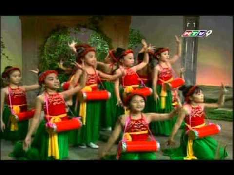 Múa trống cơm - Lê Đoàn Phương Anh và các bạn