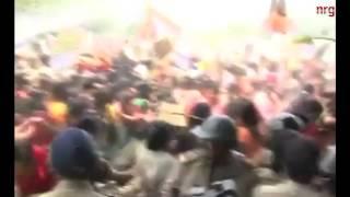 מחאה המונית בהודו נגד אונס קבוצתי ותליה של שתי נערות