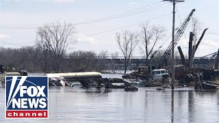 Record flooding in the midwest causes devastation for miles thumbnail