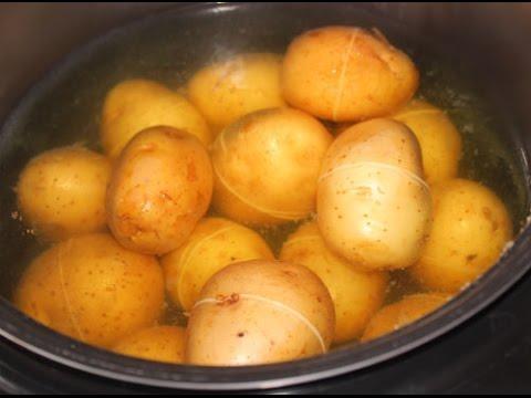 Печеный в мундире картофель в мультиварке