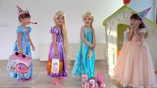 Ksysha and Princess play Dress Up & MakeUp
