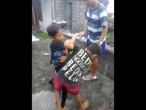 Anak kecil bertarung dibeskem blek cobra