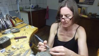 Watch Magic in the Morning make their own jewellery in Western Australia!