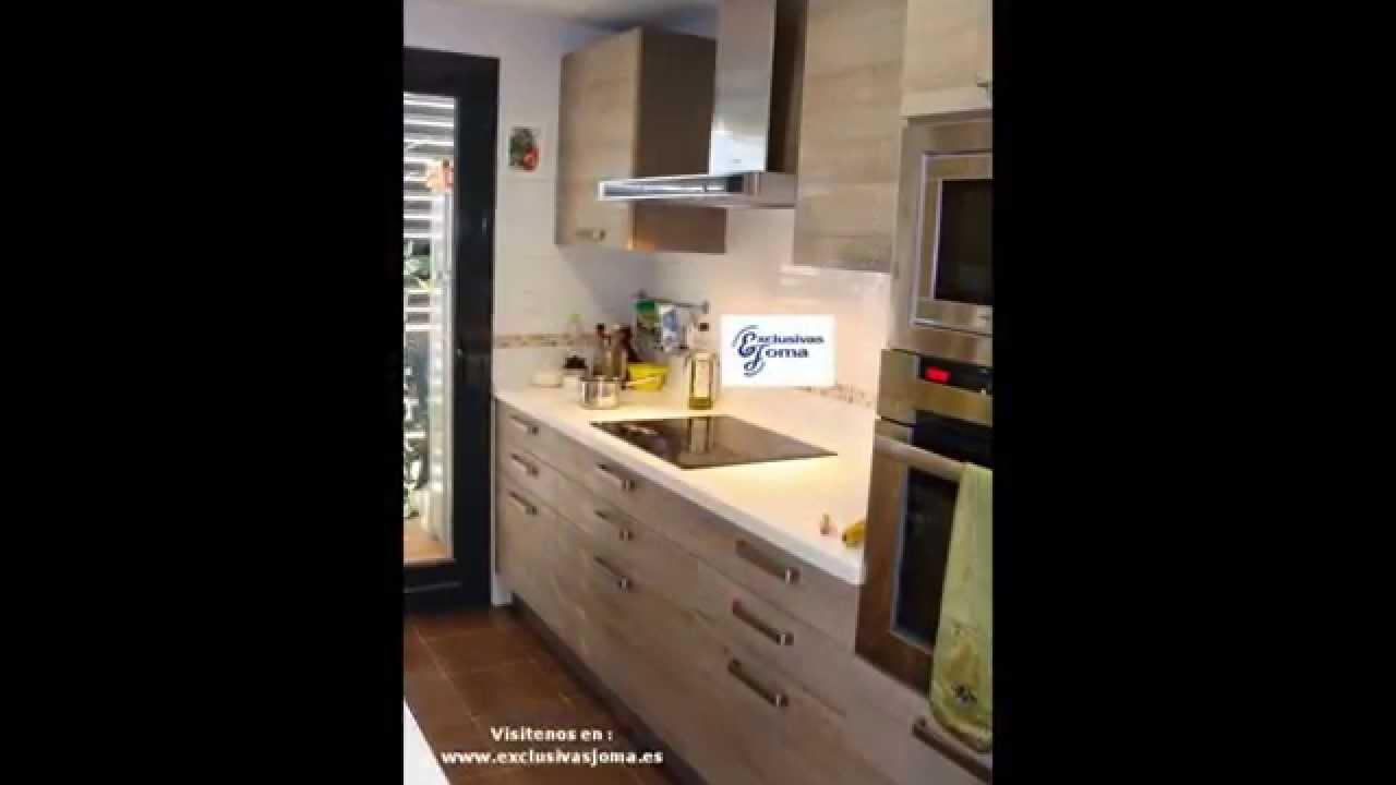 Muebles de cocina en color madera roble imperial y for Cocinas color madera y blanco