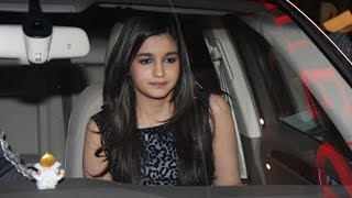 Why Did Alia Bhatt LOCK Herself In The CAR? | Bollywood News