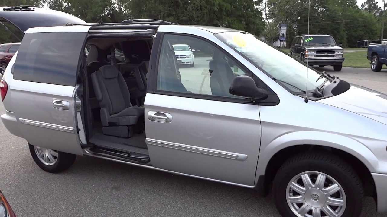 2005 Chrysler Town  U0026 Country Touring