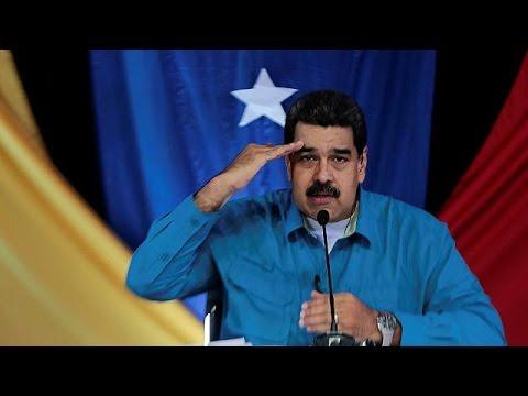 Президент Мадуро обещает повысить зарплаты и провести выборы
