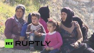 Российские военные распределяют гуманитарную помощь между сирийцами