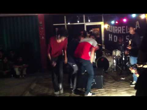 Free Download Omong Kosong (sugest) Live At Guerrillahouse Mp3 dan Mp4