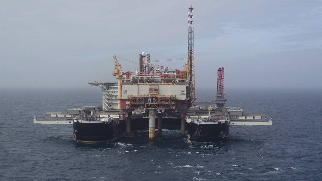Pioneering Spirit removing the Yme topsides HD