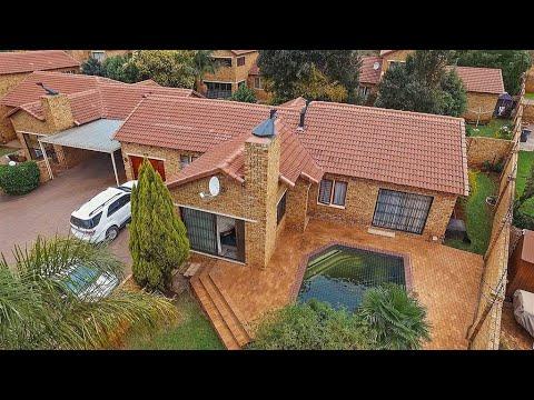 3 Bedroom Townhouse for sale in Gauteng | Johannesburg | Roodepoort | Ruimsig | 15 Sund |